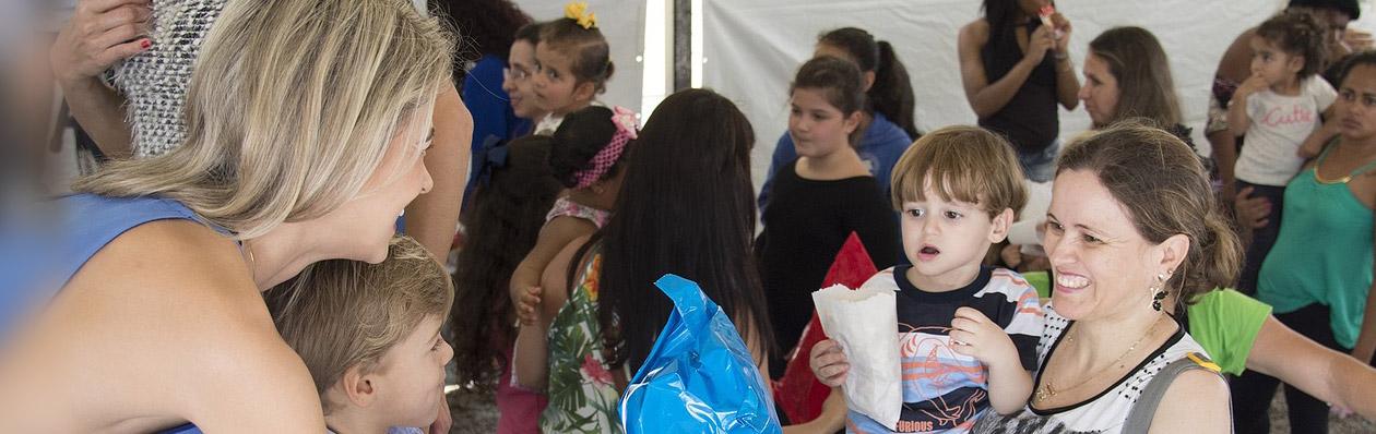 Volunteers Helping Ecuadorians
